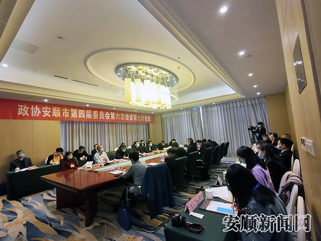 政协第七讨论组讨论政府工作报告及两院报告现场.jpg