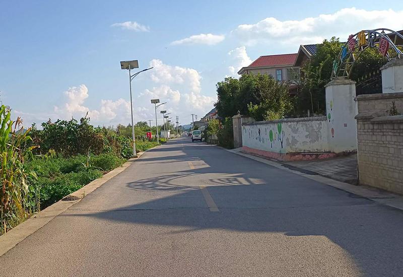 干净整洁的通村道路.jpg