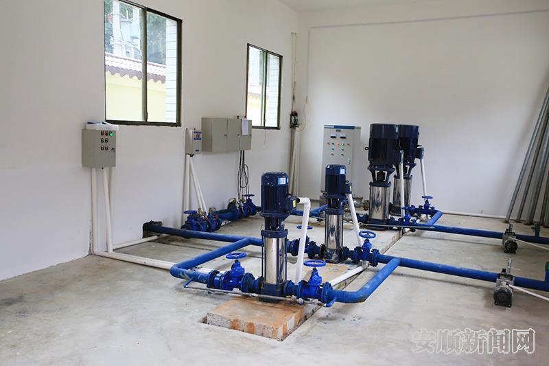 镇宁自治县水务局在沙子乡实施了的集镇供水工程,图为抽水装置。.jpg