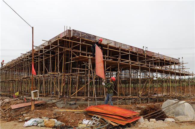 大西桥镇产业示范带加工厂房建设项目施工现场.jpg