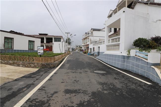 旧州镇茶岭村宜居乡村示范点建设项目铺设沥青路面.jpg
