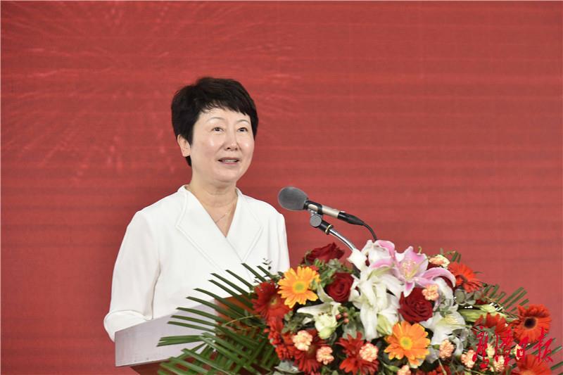 徐蓉摄-市委常委、统战部部长徐云主持2021中式糕点博览会开幕式.jpg