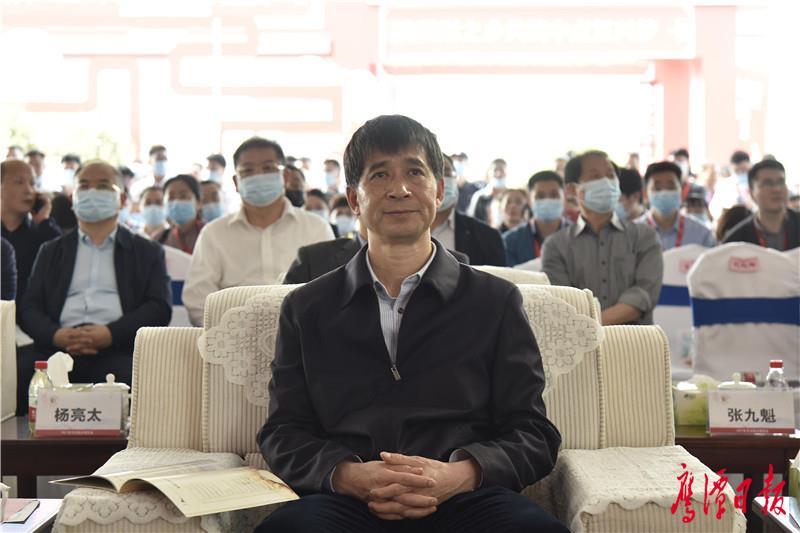 徐蓉摄-市人大主任郭清出席开幕式.jpg